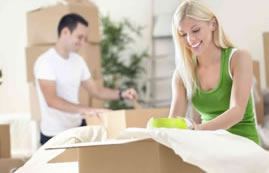 Couple packing boxes for movers in St. Catharines and Niagara, Ontario. Local moving companies in Niagara Falls.